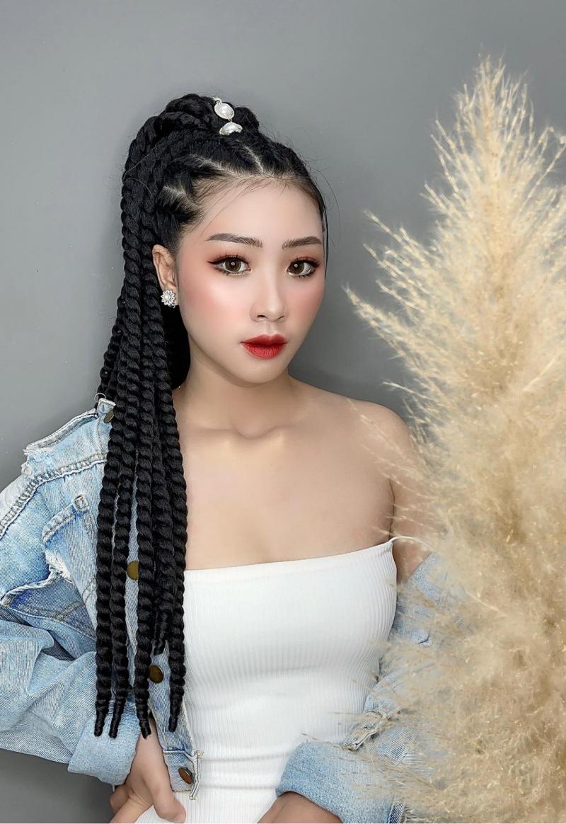 Yully Pham makeup