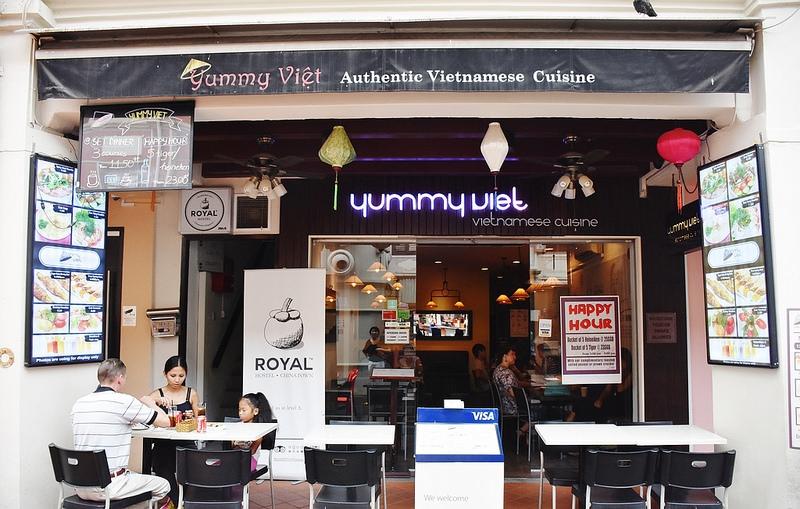 Mặt tiền Yummy Việt đẹp mắt