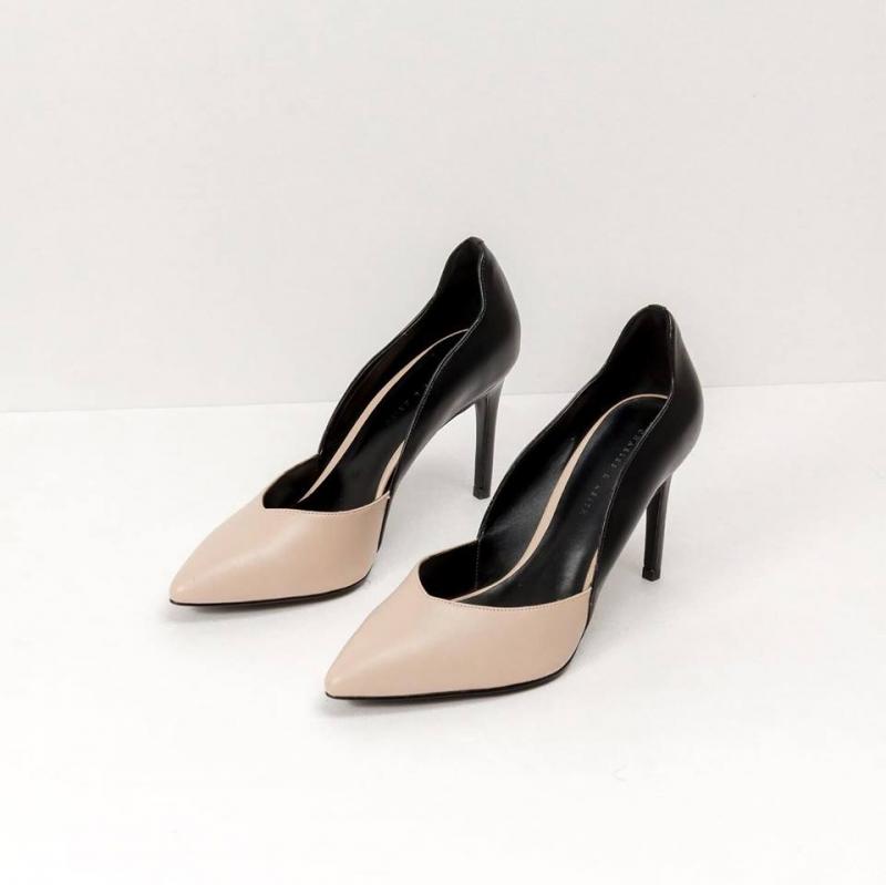 Giày cao gót Zenith's Shop đầy cuốn hút.
